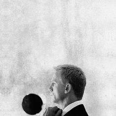 "merde-petit-maitre: "" GIF-animation (Daniel Craig as James Bond, via felinatral) "" Daniel Craig James Bond, Daniel Graig, James Bond Style, Catrinel Menghia, James Bond Movies, Bond Girls, Little Bit, Animation, Mans World"