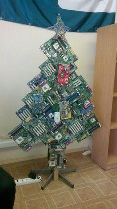 Creative design Christmas Door Decorations, Christmas Tree Themes, All Things Christmas, Holiday Decor, Holiday Ideas, Recycled Christmas Tree, Christmas Diy, Recycled Crafts, Diy And Crafts
