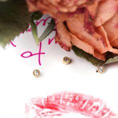 Orecchini piccoli a perno – punto luce – in oro giallo con diamanti bianchi _ maschio gioielli milano Stud Earrings, Jewelry, Gold, Jewlery, Bijoux, Studs, Schmuck, Stud Earring, Jewerly