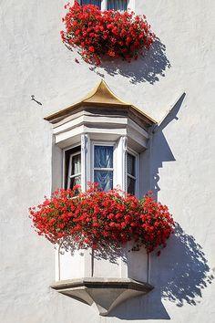 Balconi fioriti a Brunico Südtirol