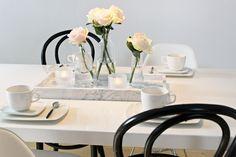 Vaihtelevasti Valkoista: Viimeinkin kesäloma! Eames, Marble, Table Decorations, Black And White, Dining, Home Decor, Food, Decoration Home, Black N White