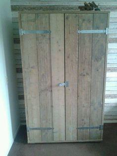 Stoere kast van gebruikt steigerhout. Kledingkast of voorraadkast.