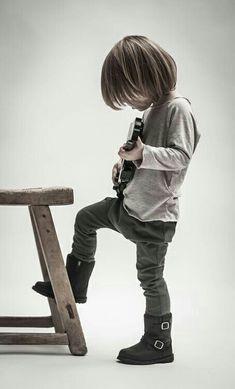 DAWWW!!! little rocker baby! :3
