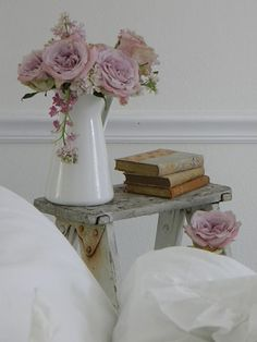 flowers, books, and ladder - http://ideasforho.me/flowers-books-and-ladder/ -  #home decor #design #home decor ideas #living room #bedroom #kitchen #bathroom #interior ideas