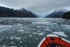 Thème Vive le froid 21/05/2015: Fjord Calvo (Chili) au cœur de la Patagonie. Nous sommes à peine passés avec le brise-glace.