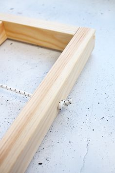 DIY Ypperlig-wandplank van Ikea Build Yourself - Rubber Rope - Gingered Things Ypperlig Ikea, Ikea Hack, Diy Laden, Interior Ikea, Woodworking Projects, Diy Projects, Woodworking Plans, Ikea Regal, Small Bars