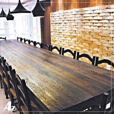Mesa de jantar de 5 metros de comprimento. Fabricada artesanalmente com madeira de demolição de pipas de vinho. Exclusividade Az Móveis Rústicos.