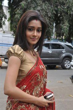 Tina Dutta in saree