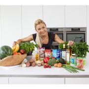 Sophia Thiel mit Lebensmitteln