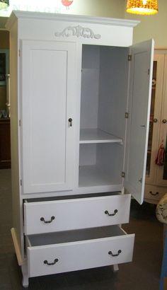 Ropero Pascual con estante interior y baral interno. con cajones con correderas metalicas  laqueado satinado blanco