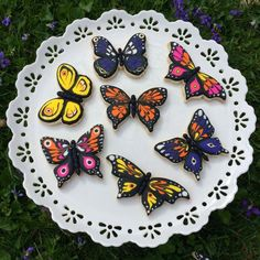 Discover recipes, home ideas, style inspiration and other ideas to try. Summer Cookies, Easter Cookies, Birthday Cookies, Elegant Cookies, Fancy Cookies, Butterfly Cookies, Butterfly Party, Royal Icing Decorated Cookies, Desserts With Biscuits