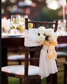 Detalle para sillas de novios