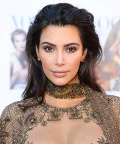 Kim Kardashian revealed her eyebrow routine, and let's just say it's VERY complicated. Ah, it's not easy being Kim K. Kim Kardashian Look Alike, Kim Kardashian Eyebrows, Kardashian Style, Kardashian Jenner, Kardashian Fashion, Beauty Makeup, Hair Makeup, Hair Beauty, Makeup Tips