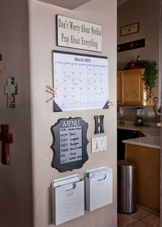 12 Home Organization Hacks is part of diy-home-decor - 1 Bathroom drawer organization Organize your bathroom drawer with this super easy and cost effective hack read here for complete information 2 DIY Command Center Never be late again for … Family Command Center, Command Center Kitchen, Kitchen Message Center, Family Message Center, Diy Casa, Easy Home Decor, Diy House Decor, Home Decor Hacks, Decor Diy