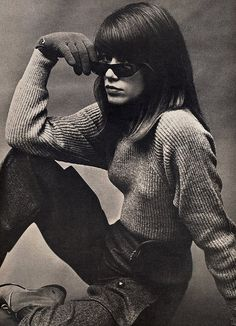 FRANSOISE HARDY !!  French Singer Françoise Hardy photographed by Richard Avedon. Vogue,August 1963.