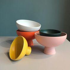 Porcelain Dinnerware, Ceramic Tableware, Porcelain Ceramics, Ceramic Pottery, Ceramic Art, Painted Porcelain, Pottery Designs, Pottery Ideas, Bowl Designs