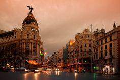 La capital española es una de las ciudades más visitadas del mundo, sus calles están llenas de historia, así que las cosas que debes hacer en Madrid son...
