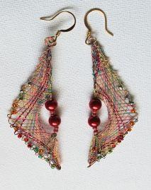 náušnice trojúhelník Tatting Earrings, Lace Earrings, Lace Jewelry, Bobbin Lace Patterns, Fabric Ornaments, Lacemaking, Lace Heart, Unusual Jewelry, Needle Lace