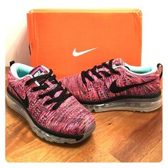 Women's Nike Max Flyknit size 8.5 Get your hands on these super comfortable and light sneakers! Perfect for running or walking! :) no low ballers please, but I do take reasonable offers. Nike Shoes Sneakers