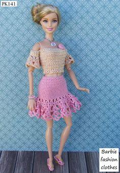 love the skirt Barbie Clothes Patterns, Crochet Barbie Clothes, Doll Clothes Barbie, Doll Dress Patterns, Shirt Patterns, Doily Patterns, Coat Patterns, Barbie Doll, Moda Barbie