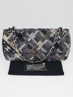 Go in style with this gorgeous Chanel Black/Grey Quilted Tweed East/West Flap Bag. It features a black and grey quilted tweed blend with beige accents. The bag has a stylish resin corner and CC logo. The versatile leather strap chain can be worn on the shoulder or lengthened to wear with a longer drop. A chic and playful piece to add to any collection.