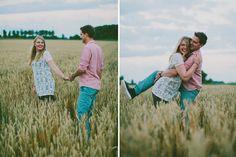 loveshoot fotografie zeeland | outdoor | field | sunset | couple | love | hands | shoot | copyright Hanke Arkenbout Photography