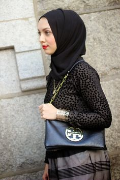 crop top and skirt, hijabi fashion, modest fashion, hani hulu, tory burch purse