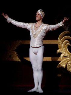 Annie MontignieCostume homme ballet · Roberto Bolle - Bing Images  Ballerine b694f2b9ada