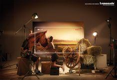 """「素晴らしい映像を低予算で。」自社の価値を一枚絵で描いた映像制作会社の広告、ブラジルのサンパウロで実施されたシリーズプリント広告をご紹介。  レモネード・フィルムズはバンクーバーに拠点を置く、フィルムプロダクション(映像制作会社)。同社が自社広告として制作したビジュアルがこちらです。全3種類。  ・牧場篇   ・ナイトクラブ篇   ・戦場篇   自分達なら『低予算でハイクオリティの映画をとることができます』というメッセージを訴求するために、映画撮影の舞台裏を描きました。  例えば牧場篇では、実際の馬を使わずにかぶり物の頭だけを使っていたり、背景も写真を使用していたり、照明も実は馬役の人がやっていたりします。  白いフレームは実際に映像として見える部分。人件費もかけずに撮影費もかけないから、映画が低予算でできるということをおおげさなジョークを交えて表現しました。  コピーはストレートに、""""Great movies, tiny budgets.(素晴らしい映画を、低予算で。)""""  このプロダクションに頼んだらクリエイティブな作品ができるだろうと期待させてくれる卓越したプリント広告"""