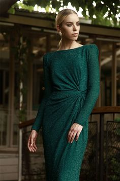 Chic dresses by Israeli designer Chana Marelus - . Dressy Dresses, Simple Dresses, Elegant Dresses, Dresses With Sleeves, Hijab Dress Party, Dress Brands, Couture Fashion, Green Dress, Designer Dresses