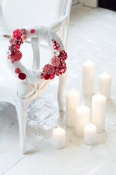 Christmas wreath made of straw covered with white cloth and decorated with rosettes in red and white gingham