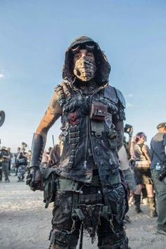 Men with steampunk and dieselpunk inspired outfit posing at Burning Man Post Apocalyptic Clothing, Post Apocalyptic Costume, Post Apocalyptic Fashion, Apocalypse Gear, Apocalypse Fashion, Fallout, Wasteland Warrior, Dystopia Rising, Larp