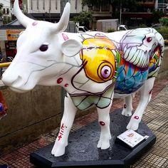 """650 curtidas, 6 comentários - Cidade da Garoa (@cidadedagaroa) no Instagram: """"Credit to @edson_kaneko 10°edição da Cowparade começou hoje 26 de abril Essa é a vaca que fica na…"""""""