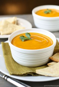 Sweet potato, Carrot and Ginger soup against flu! Easy and efficient! Only made enough for two so could add more stock and carrots. Added extra ginger power at the end. Vegetarian Soup, Vegetarian Recipes, Cooking Recipes, Healthy Recipes, Vegan Soups, Keto Soup, Bowl Of Soup, Soup And Salad, Easy Soup Recipes