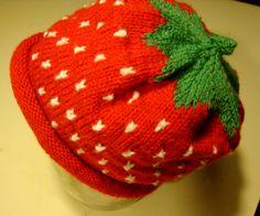 Mangler du et lille håndarbejde? Et hurtigt projekt der er nemt at overskue også for nybegyndere, så prøv denne lille jordbærhjelm.