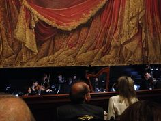 Opéra Garnier, Parigi. Pochi secondi all'inizio dello spettacolo. ᛫ «Just as Alice walks through a looking glass, so do we; perhaps not physically, but in our minds, when we enter that most s…