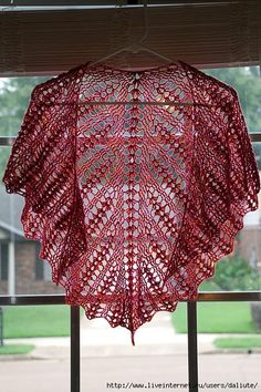 Red shawl with an excellent diagram ♥