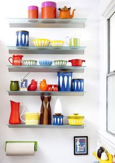 love this collection of kitchenware. (decorating with collections... i'm feeling inspired)