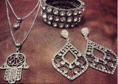 Esse lindo conjunto no atacado só aqui www.mercadodejoias.com    @illuminatibijuteriasfinas    ILLUMINATI BIJUTERIAS FINAS Complete seu look com belas peças! 💍ATACADO E VAREJO 💍 📍 Limeira - SP 📦 Vendas WhatsApp : (19) 99427-4101 🔹atendimento por ordem de chamada🔹 www.illuminatibijuterias.com.br    #semijoias #acessorios #Jewel #amei #brincos #itgirl #moda #tendencias #jewelry #today #amomuito #saopaulo #estilo #glamour #folheados #bruto #bijouterias #bijoux #altabijoux