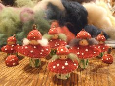 Mushroom Peg Dolls - w/o skirts and bigger hats Wood Peg Dolls, Clothespin Dolls, Waldorf Crafts, Waldorf Dolls, Felt Mushroom, Felt Fairy, Clothes Pegs, Wooden Pegs, Little Doll