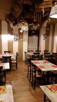 "www.mobilificiomaieron.it - https://www.facebook.com/pages/Arredamenti-Pub-Pizzerie-Ristoranti-Maieron/263620513820232 - 0433775330 Arredamento pizzeria ristorante ""Pizzeria Agresto"" a Castelnuovo Scrivia (Al). Basamenti per tavoli in ghisa a prezzo di fabbrica.  #arredamentopub #arredamentopizzeria #arredamentoristorante #sedietavoli #tavoliesedie #sedievenezia #tavoliristorante"