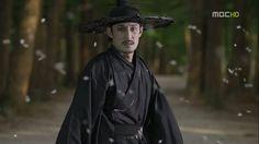Arang and the Magistrate: Best Angel of Death. Too bad he loses his job. Arang And The Magistrate, Angel Of Death, Korean Drama, Walks, Dramas, Fandoms, Album, Actors, Image