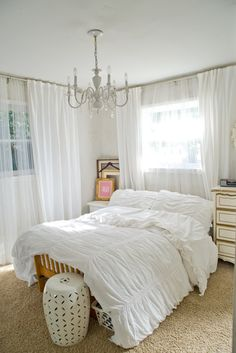 all white bedroom with chandelier and curtains; faint stencil/pattern on wall All White Bedroom, Cozy Bedroom, Chic Living Room Decor, Bedroom Furnishings, Bedroom Makeover, Romantic Bedroom Decor, Guest Room Bed, Woman Bedroom, Eclectic Bedroom