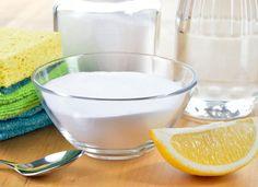 Aprende a hacer tú mismo los artículos de limpieza que usas en el hogar y cuida así a tu salud y al medioambiente.