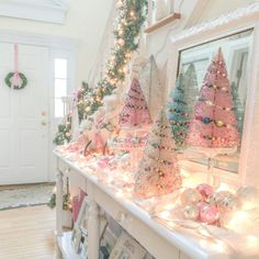 🌟Tante S!fr@ loves this📌🌟 Vintage Pink Christmas, Pink Christmas Tree, Merry Little Christmas, Victorian Christmas, Vintage Christmas Ornaments, Christmas Fun, Candy Land Christmas, Pink Christmas Decorations, Christmas Aesthetic Wallpaper