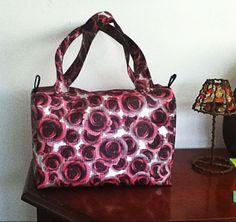Diseños propios de carteras, bolsos y accesorios.