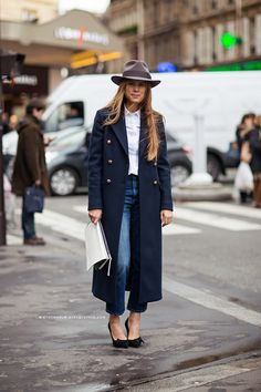 I like how effortlessly stylish she looks. Way to go with casual elegance. Carolines Mode | StockholmStreetStyle