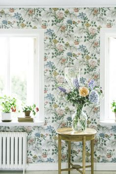 Raindrops and Roses — oldfarmhouse:. Shabby Chic Interiors, Shabby Chic Homes, Raindrops And Roses, Floral Room, Wall Paint Colors, Eco Friendly House, Bedroom Vintage, Wall Wallpaper, Cozy House
