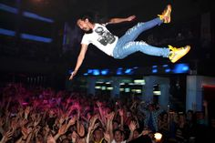 Steve Aoki Concert Roof Collapse Injures Shows Getting More Dangerous? - EDM In Stereo Devon Aoki, Steve Aoki, Trance, Memes 2012, Music Express, Music Fest, All About Music, Stage Show, David Guetta
