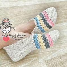 Como hacer Pantunflas tejidas crochet | Los mejores diseños Crochet Ripple, Crochet Baby, Free Crochet, Knit Crochet, Crochet Slipper Pattern, Crochet Shoes, Crochet Slippers, Knitting Projects, Knitting Patterns